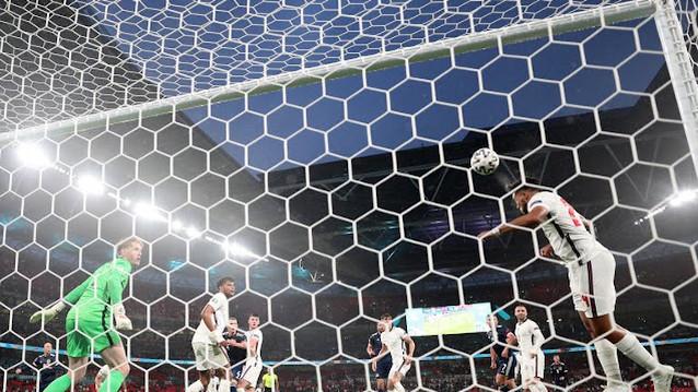 Чехия срещу Англия