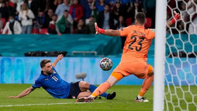 Италия срещу Англия