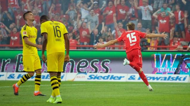 Юнион Берлин срещу Борусия Дортмунд