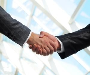 shaking_hands_handshake_business_216